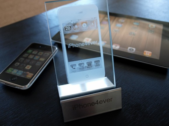 iPhone 4 Staender mit Lasergravur